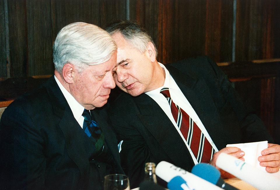 Helmut Schmidt und Manfred Stolpe, 1993 in Potsdam